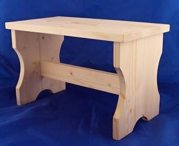 Dřevěná stolička z masivu.