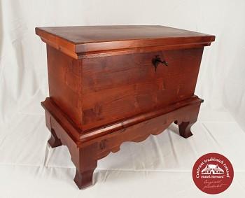 Dřevěná truhla - lakovaná