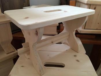 Dřevěná stolička masivní